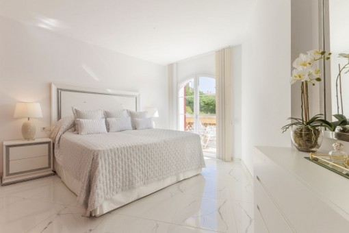 Wonderful bedroom with terrace access