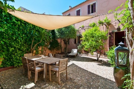 Town-house with 3 complete units, inner courtyard and garage in Arta