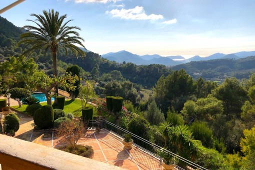 Imposing, very charming country house in Andratx, quietly-situated with views over the valley as far as the harbour