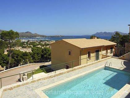 Exclusive detached houses with view of the bay of Pollensa