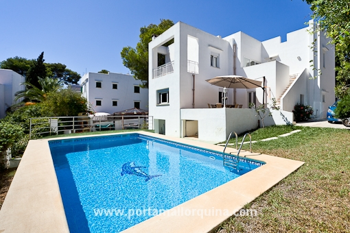 Villa in ibizenque-style close to the beach