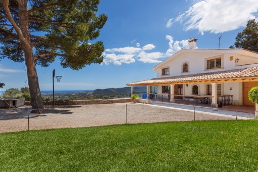 Large country house with spectacular sea views in Establiments