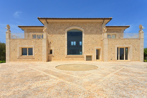 Front view of the fantastic mansion in Muro