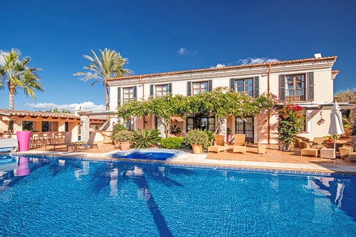 Beautiful villa with a fantastic garden and...
