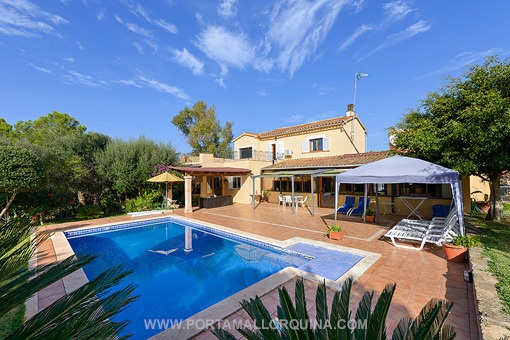 Spacious house with lots of potential and private garden in Santa Ponsa