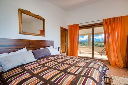 Master bedroom with access of the terrace