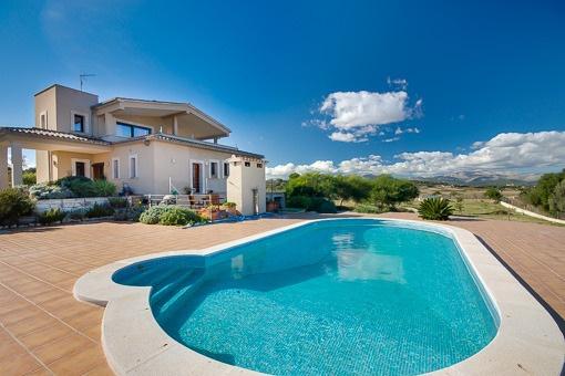 Op een heuvel gelegen nieuwbouwfinca met schitterend uitzicht over een van de mooiste landschappen van Mallorca bij Muro