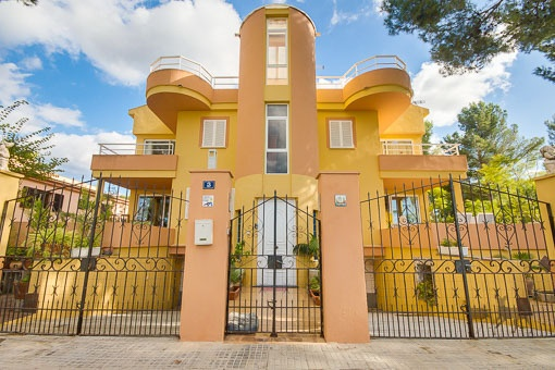 Spacious family-friendly house only 50 m to the sea in Alcudia