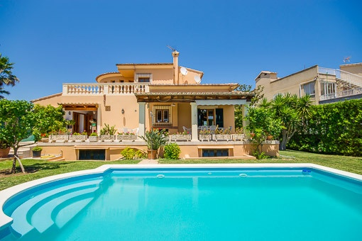 Chalet with sea view in popular residential area in Alcúdia, just 50 m from the beach