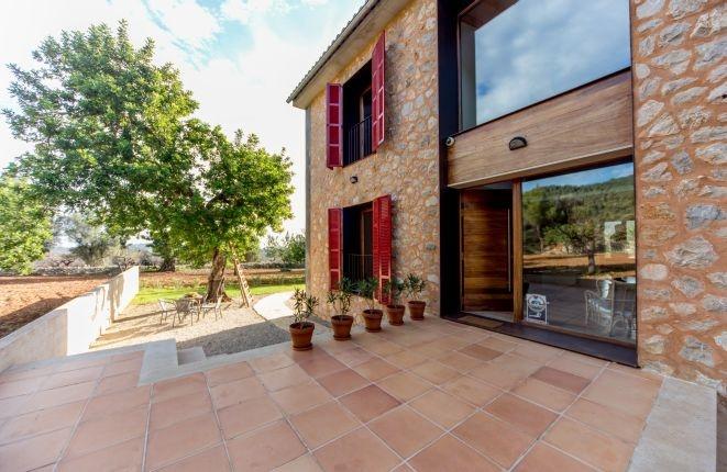 Charmant nieuwbouw landhuis in moderne stijl tussen Selva en Caimari