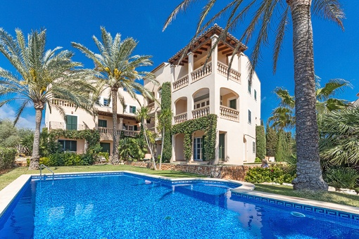 Beautiful complex with community pool