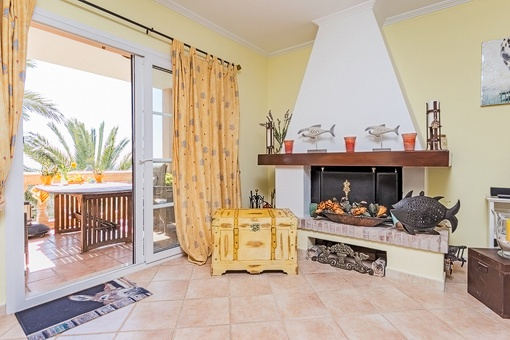 Cosy living room with fireplace and access to terrace