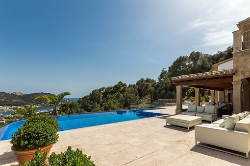 Mediterran terrace with pool