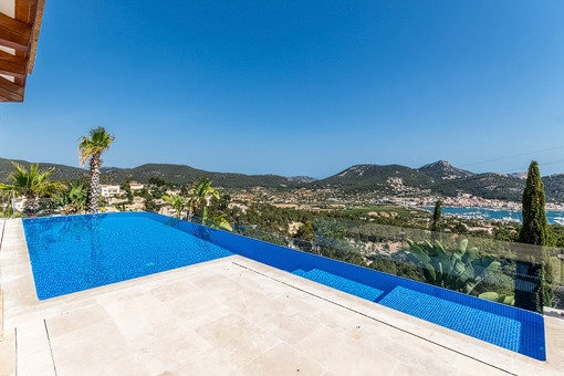 Pool with gorgeous sea views