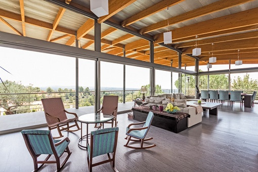 Light-flooded living and dining area with panoramic windows