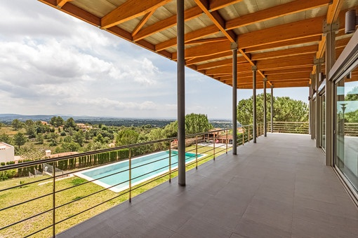 Covered terrace with panoramic views