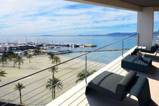 Luxurious 5-star penthouse on the 1st. sea line in Arenal
