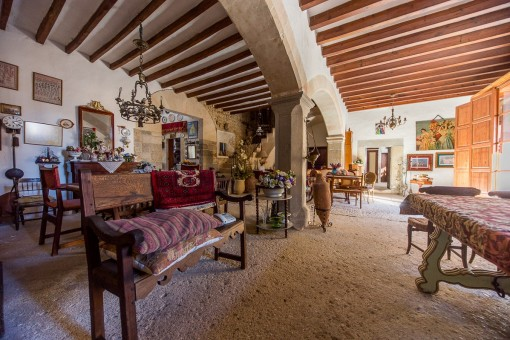 Lovely town house in its almost original condition in Selva