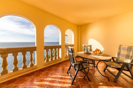 Impressive apartment on the 1st sea line in Vallgonera