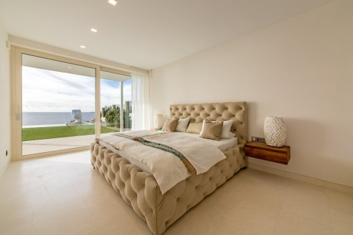 Bedroom with terrace acces