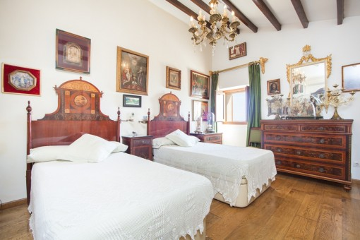 Bedroom with two single bedsd