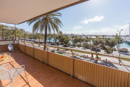 Apartment in as-new condition right by the sea with views of the port of Palma