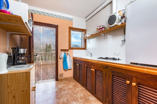 Fully equipped kitchen in the guest apartment