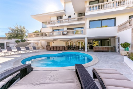 Large luxury villa in a quiet location on the outskirts of Son Vida and the Son Muntaner golf course