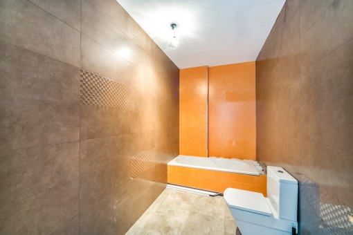 Bathtub in one of the 3 bathrooms