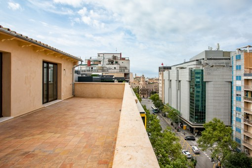 Completely refurbished duplex penthouse with a large terrace in the centre of Palma