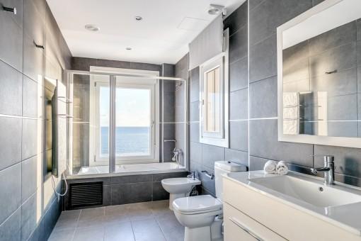Fantastic sea view bathroom