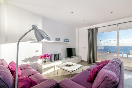 Cosy living area with terrace access