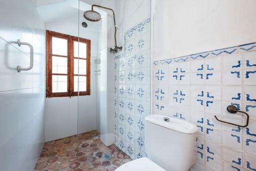 Shower-bathroom with mallorcan tiles