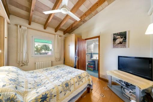 Comfortable double bedroom with bathroom en suite