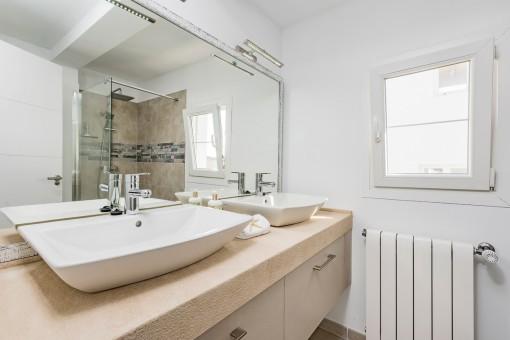 One of 2 luxury bathrooms