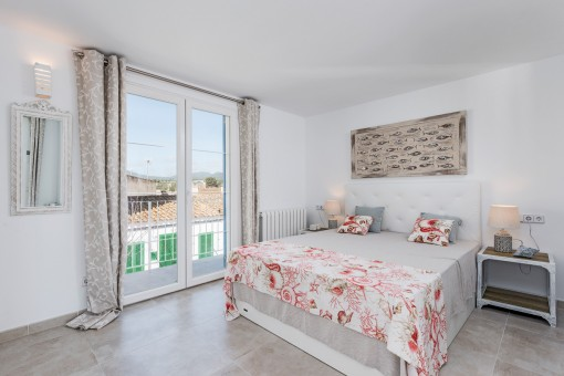 Cosy double bedroom with access to the balcony