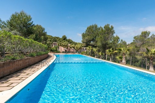 Sunny, terraced house in a well-kept residential complex in Cala Vinyas