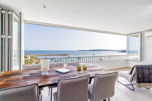 A first sea-line apartment in an incomparable...