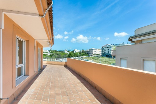 Beautiful penthouse apartment with a large terrace in Son Espanyolet