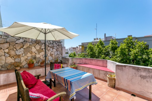 Centrally located, bright town-apartment with a lovely terrace in Palma