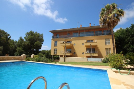 Modern apartment only a few steps from the rocky beach in Vallgornera