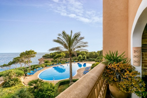 Luxurious apartment with wonderful views on the first sea line in Vallgomera
