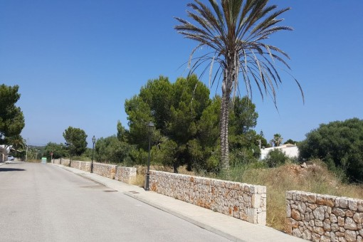 Building plot with construction licence in Cala Llombards