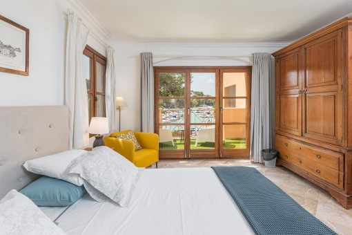 Wonderful double-bedroom with sea views