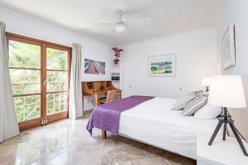 One of 5 bright double-bedroom