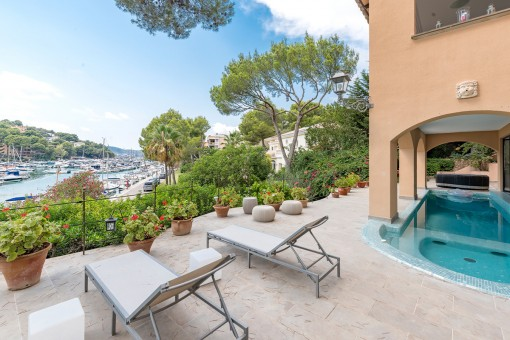 Fabulous villa on the first sea line with breathtaking views over the marina of Santa Ponsa
