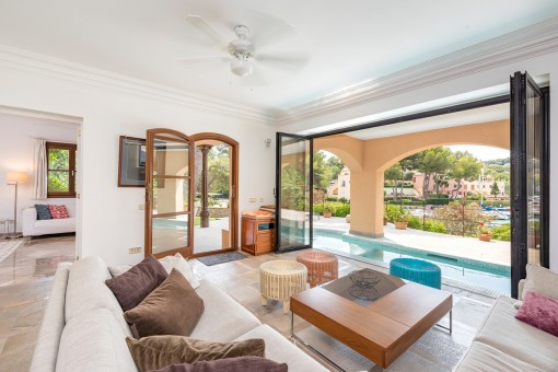Living area with direct access to the pool
