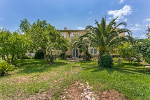 Very private finca in Establiments only a minute by foot from the village centre