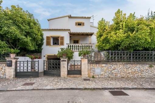 Villa in Esporles