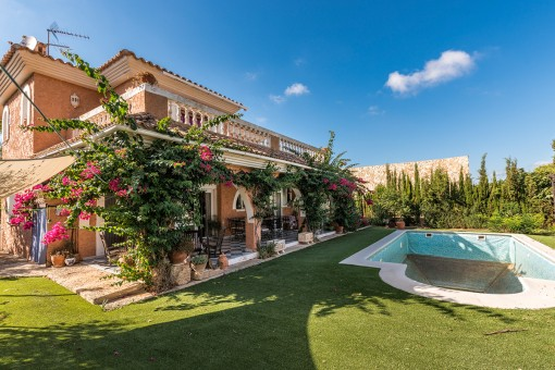 Comfortable 4-bedroom villa with pool in El Toro